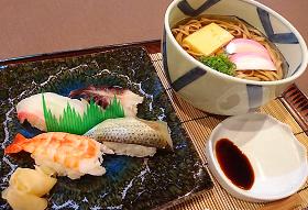 にぎり寿司と岩国蓮根麺セット 900円(税込990円)