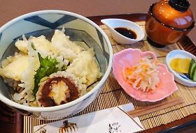 穴子天丼セット 900円(税込990円)